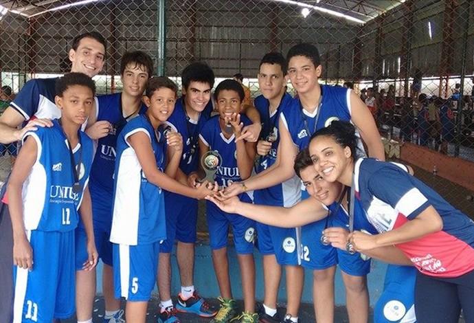 basquete sub-15 Uberaba Copa Revelar terceiro lugar bronze 2014 (Foto: Camila Alves/ Arquivo Pessoal)