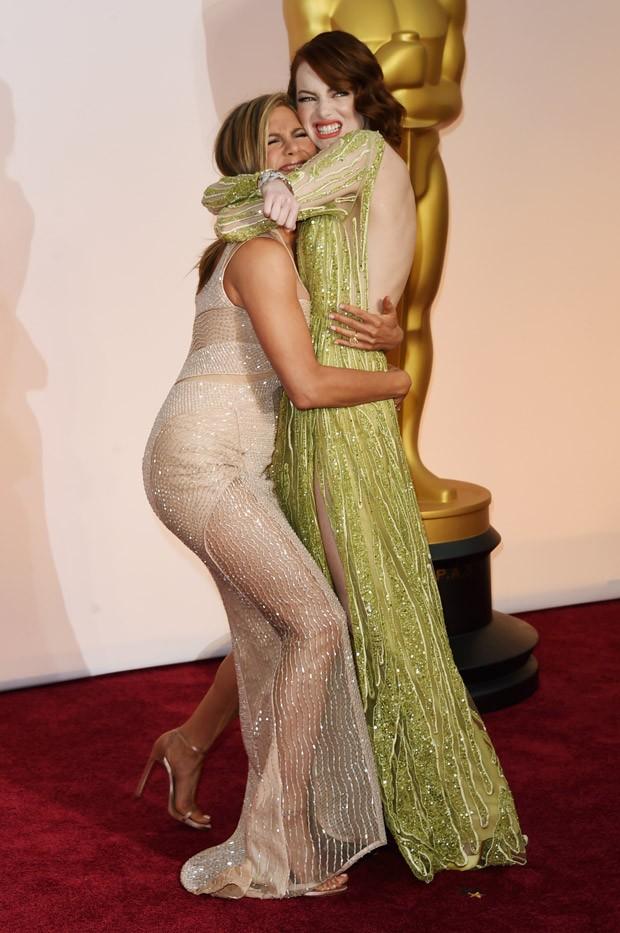 Jennifer Aniston e Emma Stone no Oscar 2015 (Foto: Getty Images)