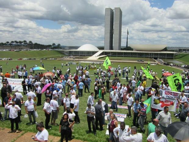 Taxistas vão ao Congresso Nacional para pedir que deputados aprovem projeto de lei que, na prática, proíbe implantação do Uber no Brasil (Foto: Alexandre Bastos/G1)