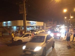 Trânsito ficou lento em trecho da Av. Miguel Rosa (Foto: Pedro Santiago/G1)