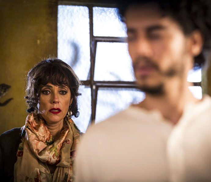 Iolanda reage ao anúncio de Martim (Foto: Inácio Moraes/ Gshow)
