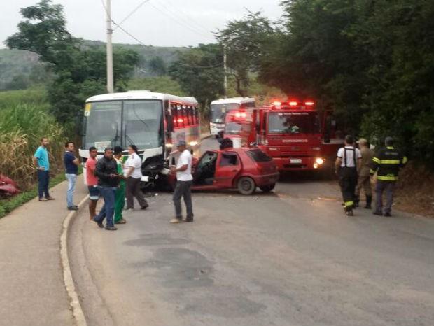 Os dois veículos se chocaram em uma curva em Itupeva (Foto: Divulgação / Comunicação Social 19° GB)