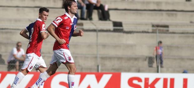 Douglas Packer gol Paraná (Foto: Joka Madruga / Ag. Estado)