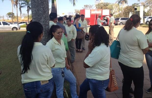 Agentes de saúde participam de manifestação no Paço Municipal, em Goiânia, Goiás (Foto: Murillo Velasco/G1)