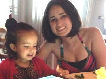 Rafaela Andrade e a filha de dois anos morreram em um acidente de carro em Saskatchewan, no Canadá (Foto: Facebook/Reprodução)