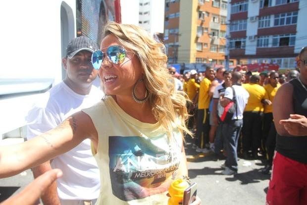Alinne Rosa chega ao trio em Salvador (Foto: Thiago Duran e Wesley Costa /AgNews)