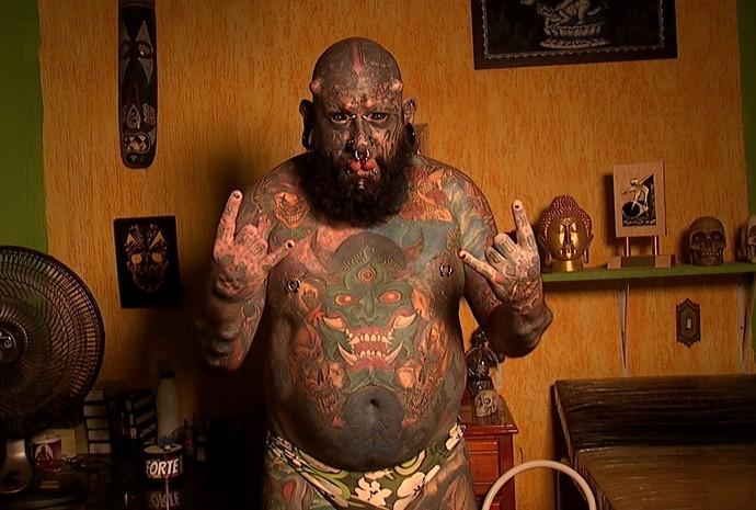 Fernando fez a primeira tatuagem há 20 anos atrás (Foto: Reprodução / TV TEM)