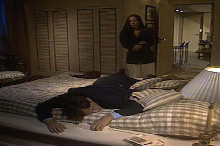 Raquel dopa Marcos e simula que dormiu com ele para Ruth (Foto: reproduo/viva)