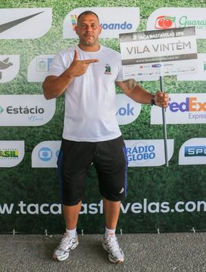 Gil Bala técnico Vila Vintém Taça das Favelas (Foto: Foto/Divulgação: Junior Santos/Juliana Palmer)