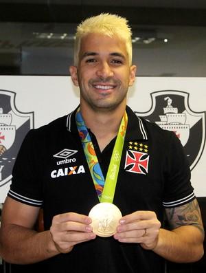 Luan Vasco medalha de ouro (Foto: Paulo Fernandes / Vasco)