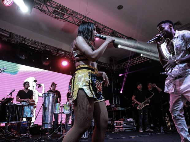 Anitta e Jhama em show na Zona Sul do Rio (Foto: Marcello Sá Barretto/ Ag. News)