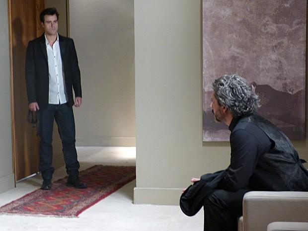 Enrico não tem paciência para Zé Alfredo (Foto: Império/TV Globo)