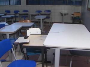 Escolas sem aulas em Feira de Santana (Foto: Reprodução/TV Subaé)