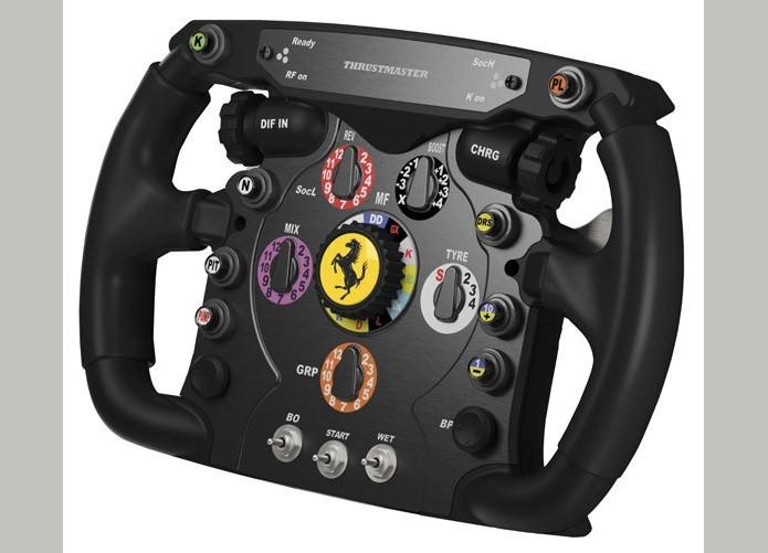Thrustmaster vende acessórios separados, como o volante da Ferrari de F1 e o câmbio manual (Foto: Divulgação)