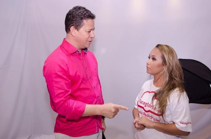 Acir Filló com Bruna Karla - cantora de música Gospel apoiadora da rede social (Foto: Divulgação)