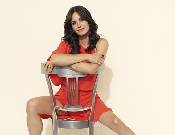 Courteney Cox em imagem promocional de 'Cougar Town' (Foto: Divulgação)