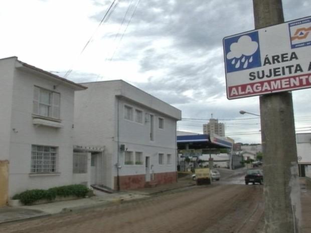 Prefeitura estuda uma solução para conter o alagamento na área central (Foto: Reprodução/TV TEM)