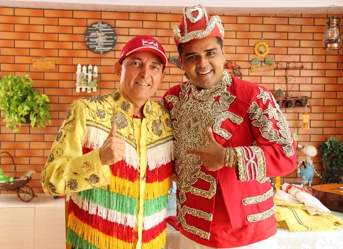 Paulinho Farias e Israel Paulain se divertem nas gravações do 'Paneiro' (Foto: Katiúscia Monteiro/ Rede Amazônica)