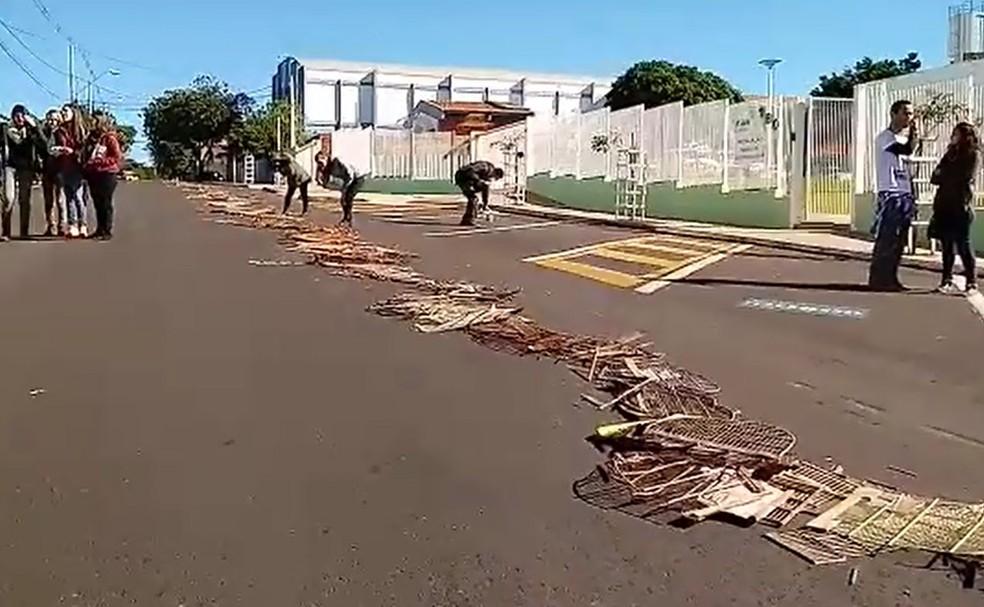 Material destruído será encaminhado para a cooperativas de catadores de materiais recicláveis (Foto: Prefeitura de Botucatu / Divulgação )