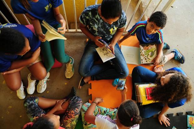 A leitura é instrumental para o crescimento da criança (Foto: Agência Brasília/Flickr)
