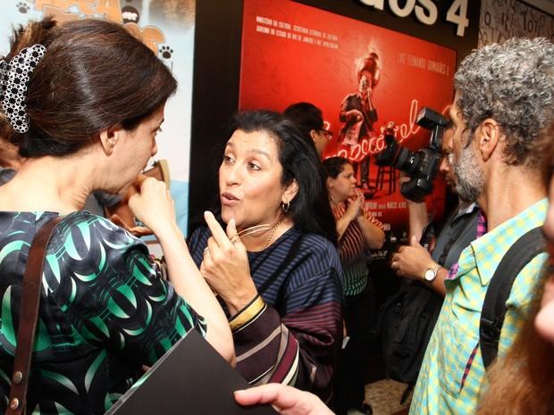 Fernanda Torres e Regina Casé em teatro na Zona Sul do Rio (Foto: Anderson Borde/ Ag. News)