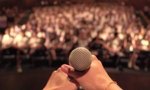 Você tem medo de falar em público? Veja a página da série Olha Quem Fala