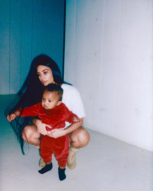 Kim Kardashian e o filho, Saint West (Foto: Reprodução/Instagram)