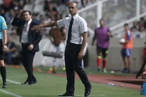 Martinez comanda sua primeira partida em um torneio oficial (Foto: Reuters)