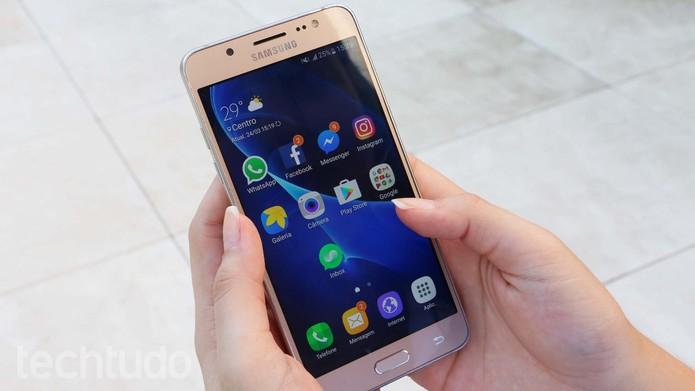 Galaxy J5 Metal é um smartphone intermediário da Samsung com design metálico (Foto: Ana Marques/TechTudo)