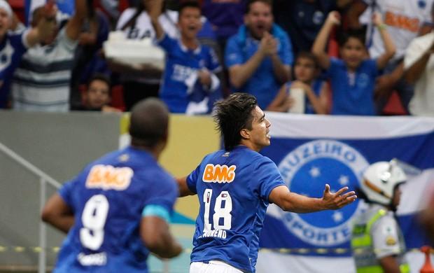 Marcelo Moreno gol Cruzeiro (Foto: Adalberto Marques / Ag. Estado)