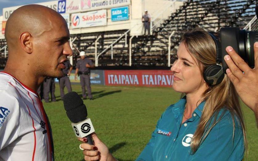 A repórter Alessandra Flores acompanhou o jogo em Itaiópolis, São Paulo (Foto: RBS TV/Divulgação)
