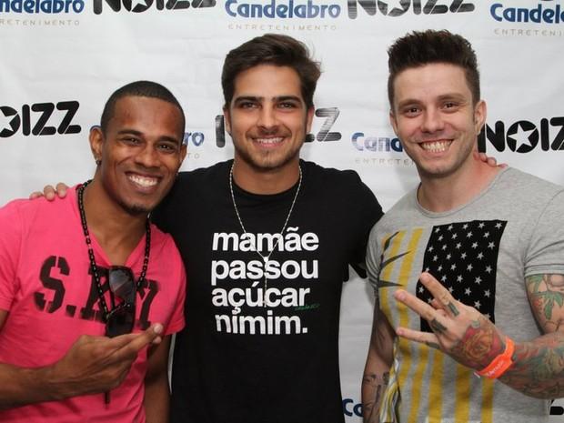 Bernardo Mesquita com amigos em casa de shows no Rio (Foto: Anderson Borde/ Ag. News)