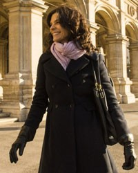 Verônica usava roupas cheias de estilo na Europa (Foto: Em Familia/TVGlobo)