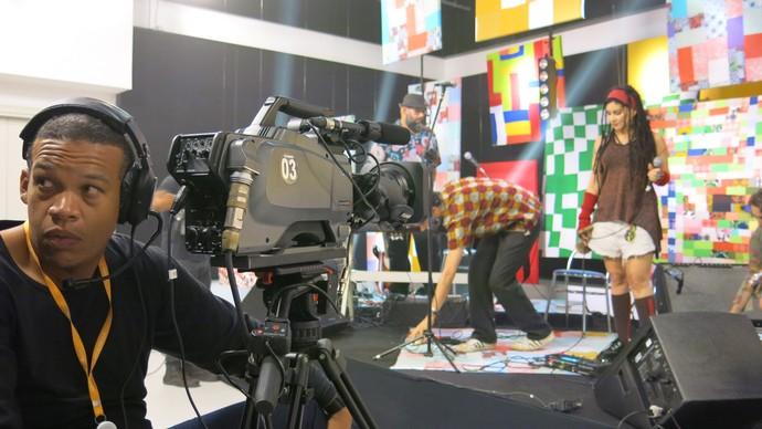 Rebeca Matta e o cinegrafista Joedson Miguez (Foto: TV Bahia)