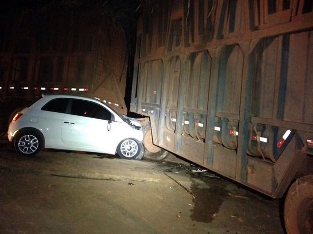 Acidente ocorreu na noite deste domingo (21) na BR-364, em São Pedro da Cipa, Mato Grosso (Foto: Divulgação)