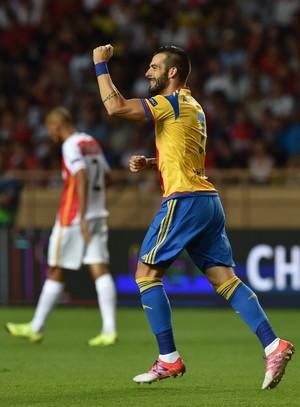 Negredo comemora gol após falha de Fabinho Monaco x Valencia (Foto: Valerio Pennicino/Getty Images)