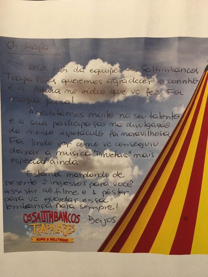 O cartaz que Rafa ganhou de presente da produção veio com uma cartinha fofa <3 (Foto: arquivo pessoal)