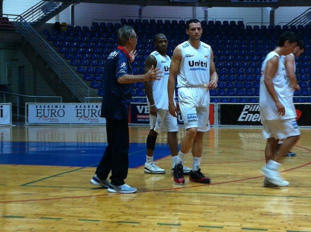 Hélio Rubens, Uberlândia, NBB, Arena Sabiazinho (Foto: Gullit Pacielle)