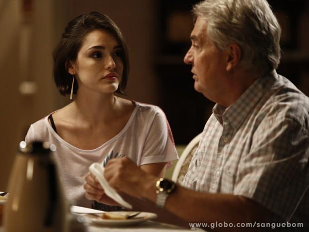 Giane fica triste com a notícia (Foto: Sangue Bom / TV Globo)