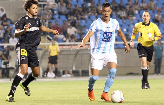 Willian Arão e fernando santos, macaé x botafogo (Foto: Tiago Ferreira / Macaé Esporte)