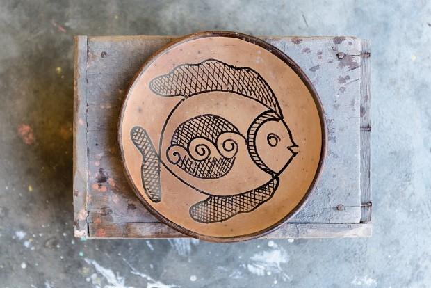 Os pratos fundos, 25 cm, são vendidos por R$ 20 cada um no ateliê da artesã, no Centro de Arte e Cultura J. Inácio, em Aracaju, ou na Feira de São Joaquim, em Salvador (Foto: Projeto Sertões / Editora Globo)