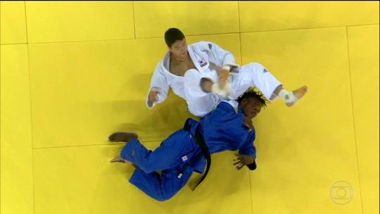 Judocas refugiados lutam com apoio da torcida brasileira