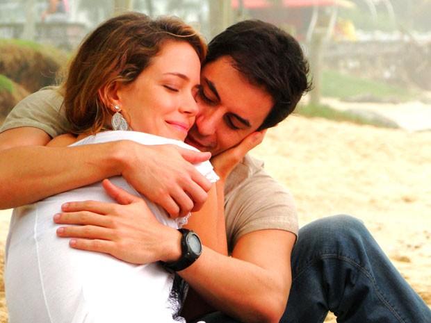 Atores gravam cenas românticas de seus personagens em Cheias de Charme (Foto: Cheias de Charme / TV Globo)
