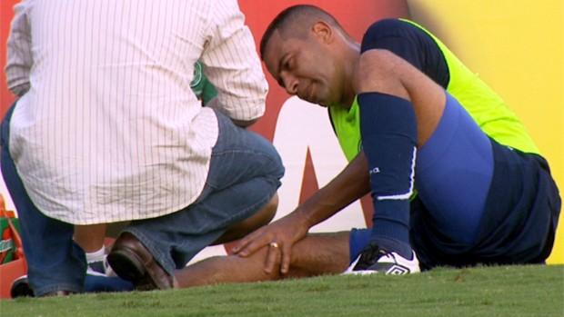 Wellington Monteiro se machuca em treino do Guarani (Foto: Reprodução / EPTV)