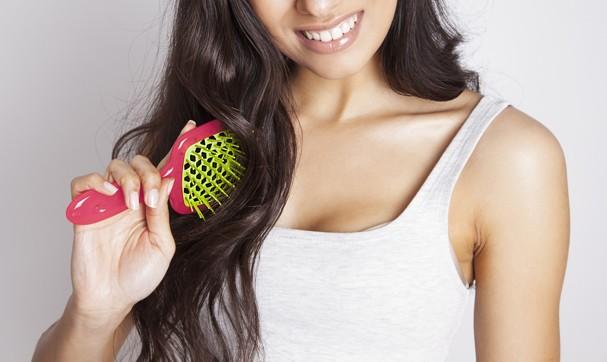 Qual a escova de cabelo ideal pra você? (Foto: Thinkstock)