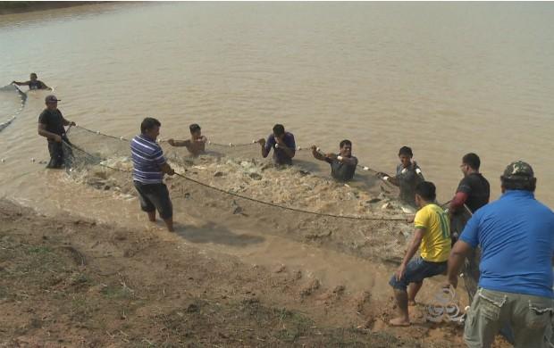 Tanques possuem mais de 6 toneladas de peixes (Foto: Amapá TV)