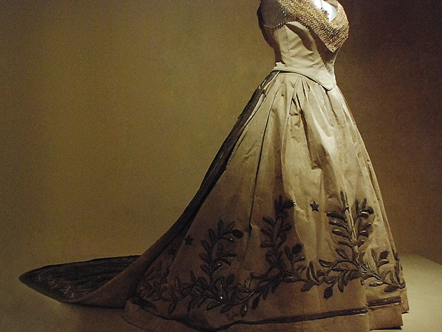 vestido que a princesa isabel assinou lei áurea (Foto: Ingrid Maria Machado/G1)