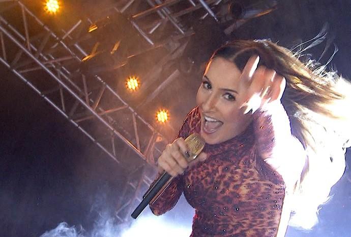 A cantora Claudia Leitte bate um papo com o Revista de Sábado durante show em Votorantim (Foto: Reprodução/TV TEM)