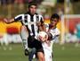 Com golaço de voleio, Navarro supera Loco Abreu em início no Botafogo
