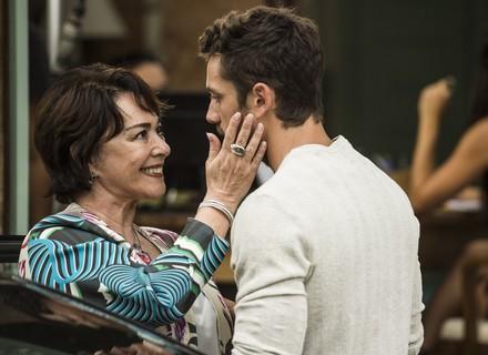 Dona Mocinha chega à Arraial e anuncia seu objetivo para César: 'Vingar a morte do teu pai'